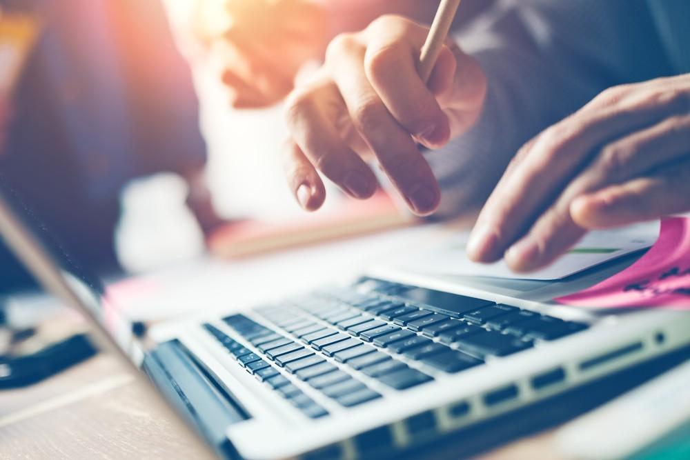 10 Tips for Job Hunting Online