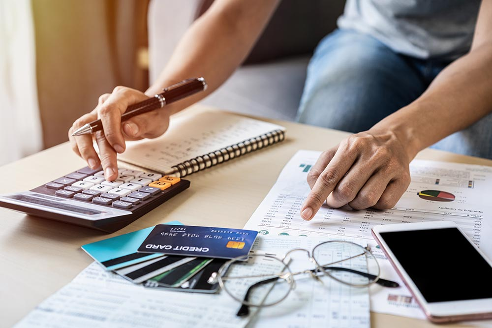Choosing A Credit Source: Short Term Loans vs. Credit Cards